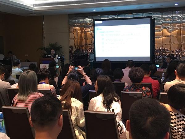 杨蓉娅教授在会议上发表讲话