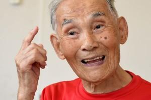 97岁老人公布长寿秘诀平时就爱吃这种零嘴但未必适合你
