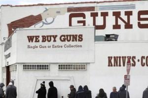 排队买枪曩昔的一个月美国枪支出售创了新高